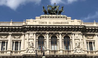 CASSAZIONE- LOCAZIONE-  Cassazione Ordinanza, 13.4.2017, n. 9558. Il contratto di locazione non è nullo se l'immobile è abusivo
